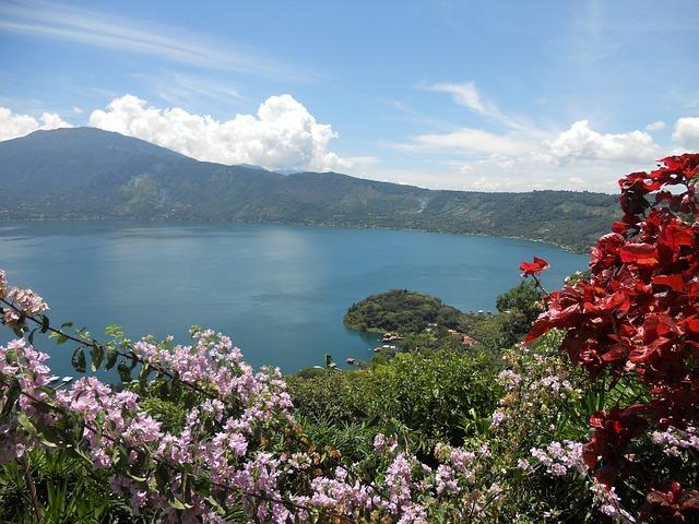 Coatepeque Lake in Parque Nacional Los Volcanos