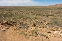 Our self-guided tour of Chacoan pueblo remains begins.